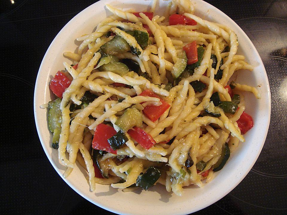 Sommergerichte Zucchini : Zucchini mit nudeln von skylight chefkoch