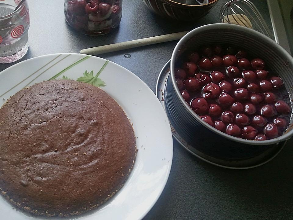 Kleiner Schoko - Kirsch - Kuchen von SHanai | Chefkoch