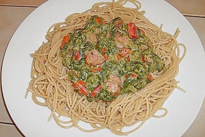 Spaghetti mit Mettwürstchen und Spinat