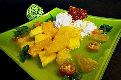 Orangen-Ananas-Kompott mit Ananaskrokant