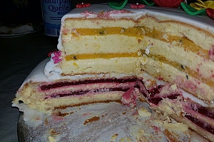 Festliche Torte mit Vanillecreme und Erdbeermousse 122