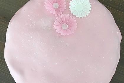 Festliche Torte mit Vanillecreme und Erdbeermousse 109
