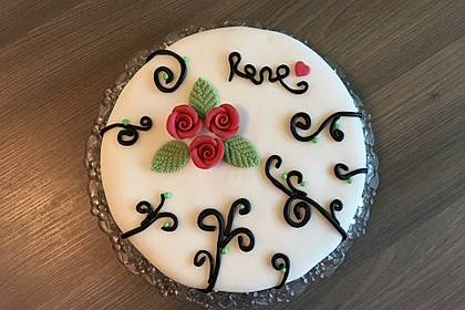 Festliche Torte mit Vanillecreme und Erdbeermousse 37