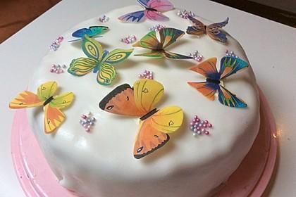 Festliche Torte mit Vanillecreme und Erdbeermousse 34