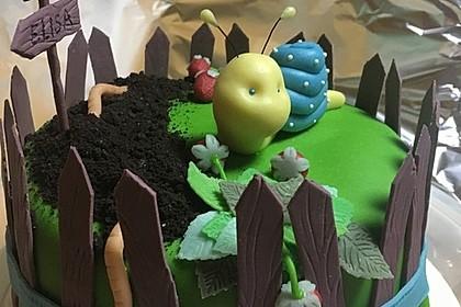 Festliche Torte mit Vanillecreme und Erdbeermousse 9