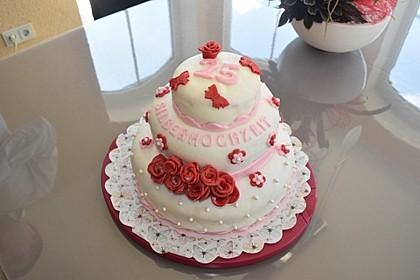 Festliche Torte mit Vanillecreme und Erdbeermousse 66