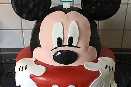 Festliche Torte mit Vanillecreme und Erdbeermousse 1
