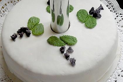 Festliche Torte mit Vanillecreme und Erdbeermousse 106