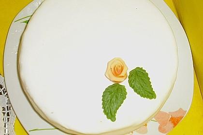 Festliche Torte mit Vanillecreme und Erdbeermousse 89