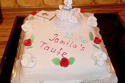 Festliche Torte mit Vanillecreme und Erdbeermousse 110