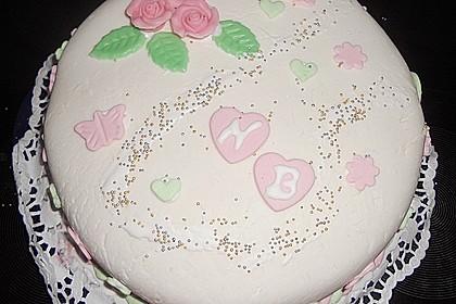Festliche Torte mit Vanillecreme und Erdbeermousse 56
