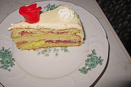 Festliche Torte mit Vanillecreme und Erdbeermousse 111