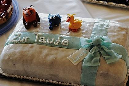 Festliche Torte mit Vanillecreme und Erdbeermousse 47