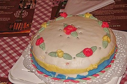 Festliche Torte mit Vanillecreme und Erdbeermousse 86