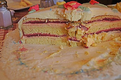 Festliche Torte mit Vanillecreme und Erdbeermousse 114