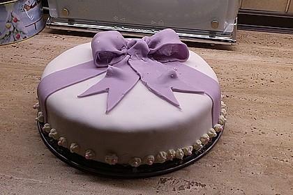 Festliche Torte mit Vanillecreme und Erdbeermousse 79