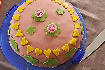 Festliche Torte mit Vanillecreme und Erdbeermousse 90