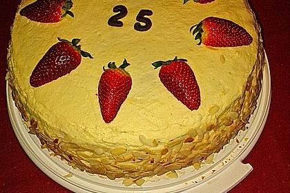 Festliche Torte mit Vanillecreme und Erdbeermousse 82