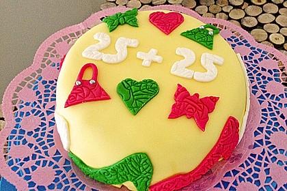 Festliche Torte mit Vanillecreme und Erdbeermousse 52