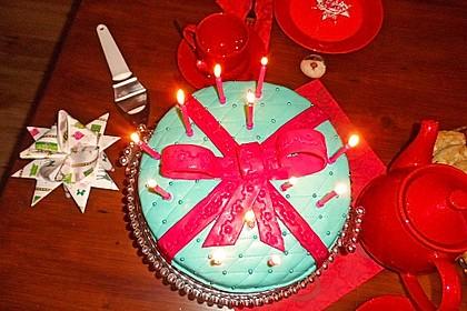 Festliche Torte mit Vanillecreme und Erdbeermousse 36