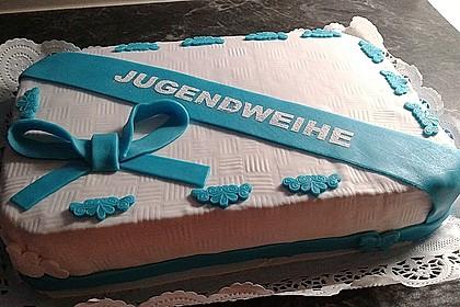 Festliche Torte mit Vanillecreme und Erdbeermousse 42