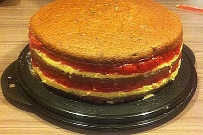 Festliche Torte mit Vanillecreme und Erdbeermousse 70