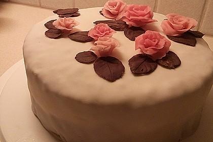 Festliche Torte mit Vanillecreme und Erdbeermousse 60