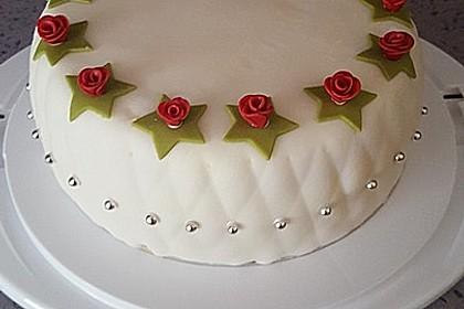 Festliche Torte mit Vanillecreme und Erdbeermousse 21