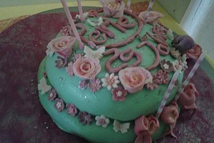 Festliche Torte mit Vanillecreme und Erdbeermousse 121