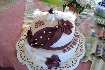 Festliche Torte mit Vanillecreme und Erdbeermousse 8