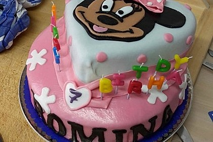 Festliche Torte mit Vanillecreme und Erdbeermousse 48