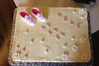 Festliche Torte mit Vanillecreme und Erdbeermousse (Bild)