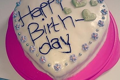 Festliche Torte mit Vanillecreme und Erdbeermousse 64