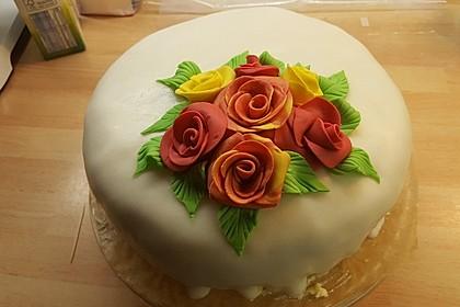 Festliche Torte mit Vanillecreme und Erdbeermousse 31