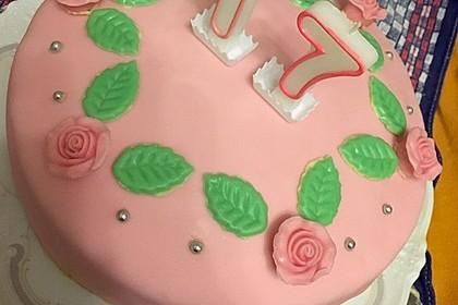 Festliche Torte mit Vanillecreme und Erdbeermousse 83