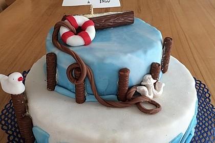 Festliche Torte mit Vanillecreme und Erdbeermousse 20
