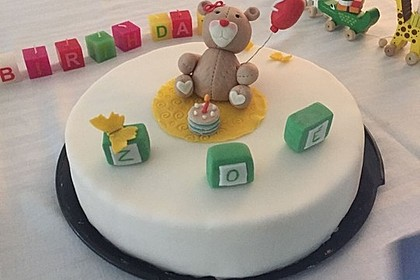 Festliche Torte mit Vanillecreme und Erdbeermousse 38