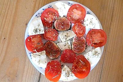 Sommerlicher Salat mit Feigen und Knoblauchöl