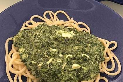 Spaghetti mit Spinat - Feta - Knobi - Soße 3
