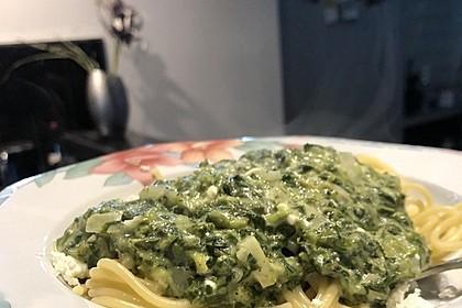 Spaghetti mit Spinat - Feta - Knobi - Soße 14