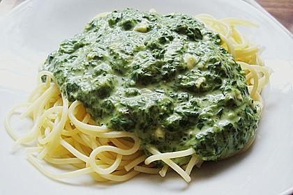 Spaghetti mit Spinat - Feta - Knobi - Soße 9