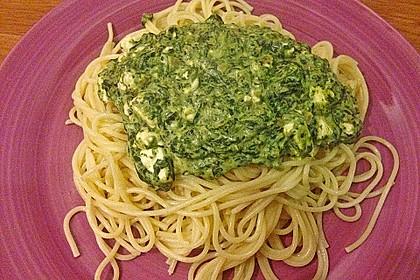 Spaghetti mit Spinat - Feta - Knobi - Soße 5
