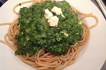 Spaghetti mit Spinat - Feta - Knobi - Soße 4