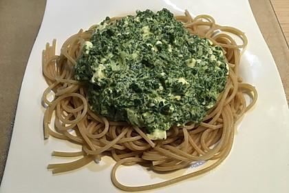 Spaghetti mit Spinat - Feta - Knobi - Soße 8