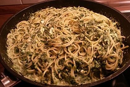 Spaghetti mit Spinat - Feta - Knobi - Soße 11