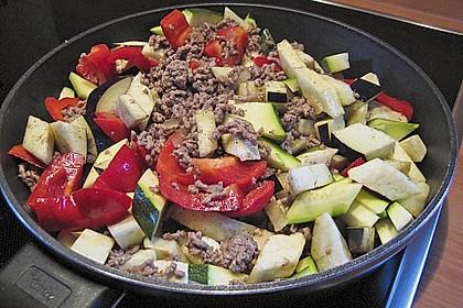 Arabische Hackfleisch - Gemüse - Pfanne mit Couscous 3