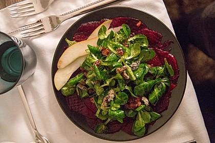 Carpaccio von Roter Bete mit Feldsalat, Birnen und Kürbiskernkrokant 6