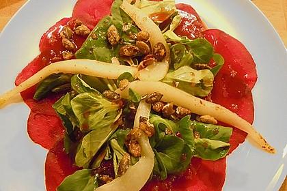 Carpaccio von Roter Bete mit Feldsalat, Birnen und Kürbiskernkrokant 37