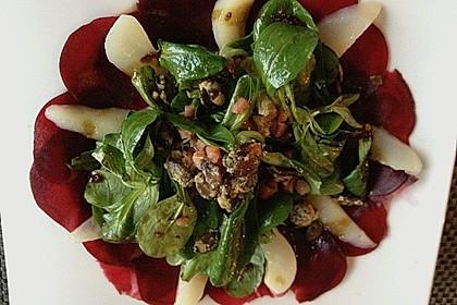 Carpaccio von Roter Bete mit Feldsalat, Birnen und Kürbiskernkrokant 21