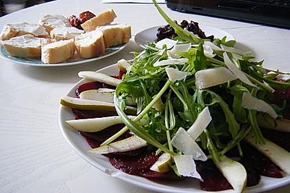 Carpaccio von Roter Bete mit Feldsalat, Birnen und Kürbiskernkrokant 11